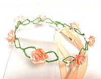 Веночек плетеный, персиковые розы