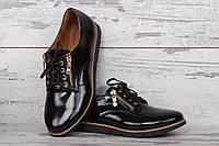 Женские лаковые туфли на плоской подошве