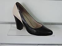 Модные женские кожаные туфли на высоком каблуке