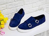 Туфли  из натуральной замши синего цвета на белой подошве спортивного стиля