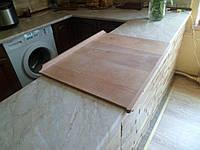 Доска разделочная деревянная, размер 65 на 55 см, из притворными планками