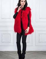 Красный жилет из меха ламы