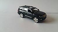 Машинка коллекционная Lexus LX570 металлическая модель в масштабе 1:24 Черная и Белая