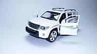 Машинка коллекционная Toyota Land Cruiser 200 Белая металлическая модель в масштабе 1:24