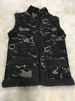 Безрукавка камуфляж на темной овечьей шерсти
