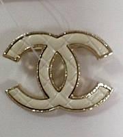 Брошь Chanel логотип с эмалью