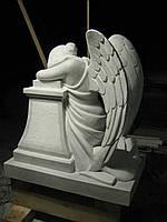 Скорбящий ангел из белого мрамора, фото 1