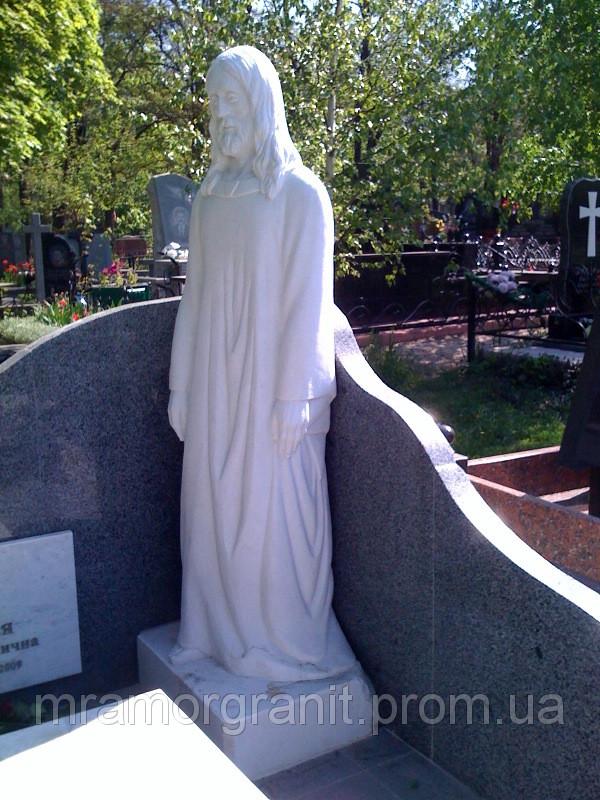Скульптура Христа из белого мрамора