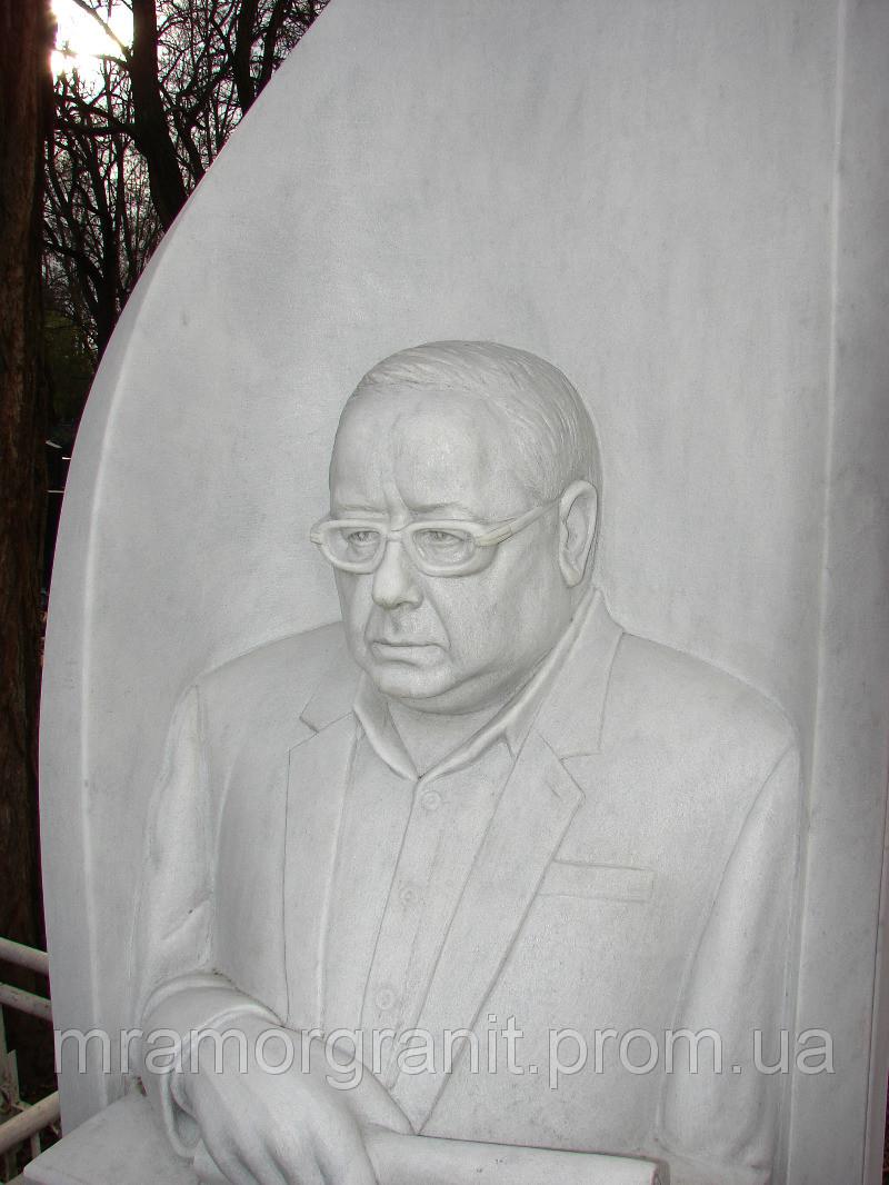Скульптуры людей из белого мрамора под заказ