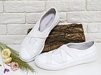 Мокасины белого цвета из натуральной кожи спортивные женские туфли