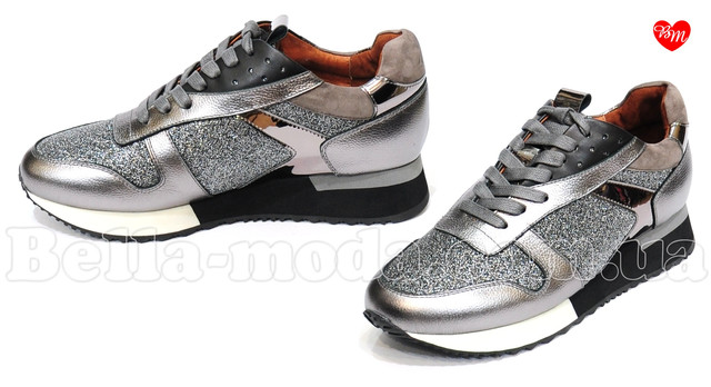 e2610d667abb Женские серебристые кроссовки с вставками , цена 3 370 грн., купить ...