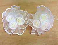 Банты ручной работы на резинке, белые розы, диаметр 7,5 см