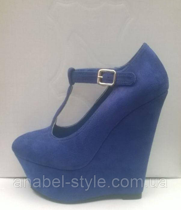 Туфли на танкетке замшевые синего цвета на ремешке