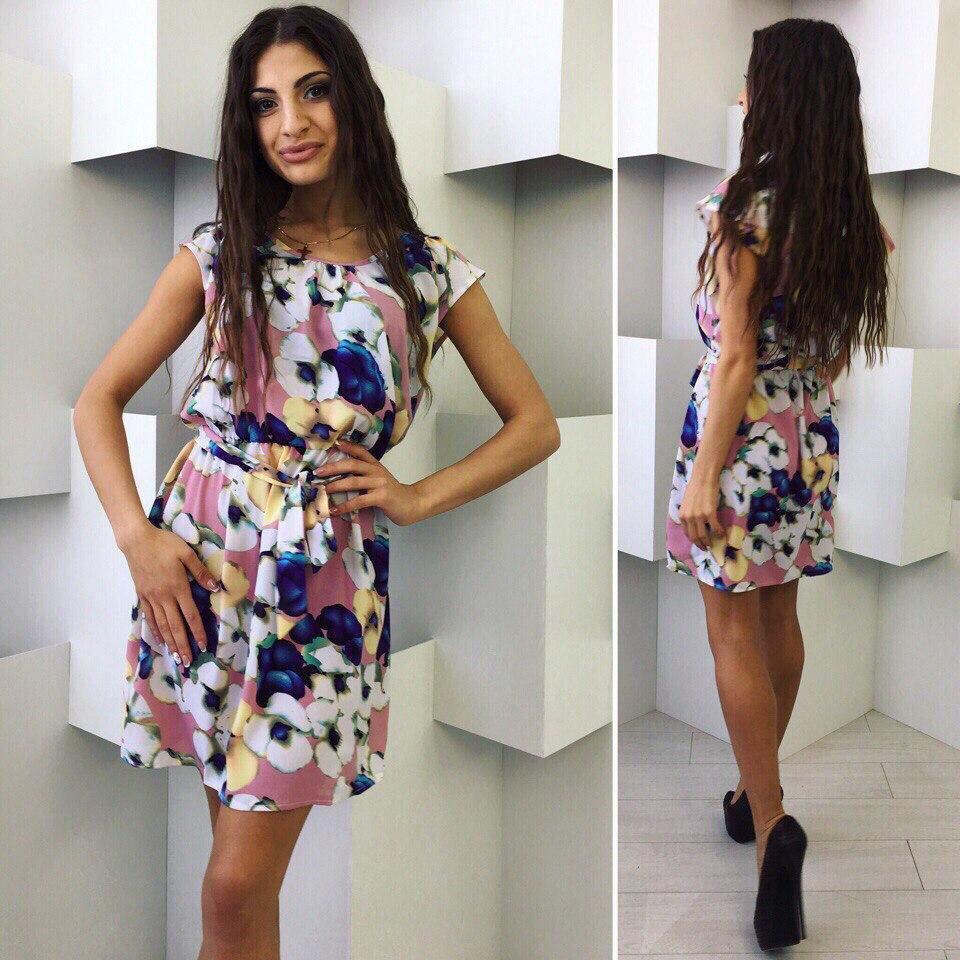 Модное летнее платье в абстрактный принт.