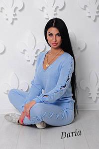 Женский трикотажный спортивный костюм с декоративной шнуровкой