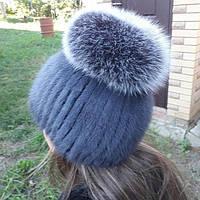 Женская вязаная шапка с бубоном из меха норки