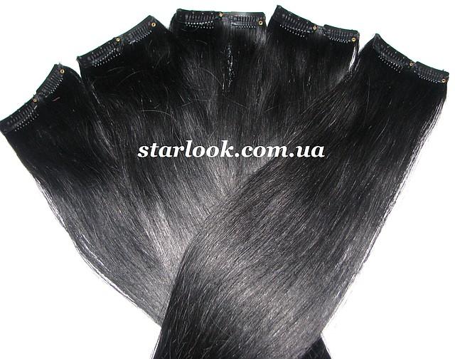 Прядь натуральных волос на заколке черная.