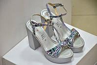 Серебреные кожаные босоножки на высоком толстом каблуке Gaie Италия