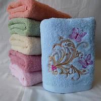 Махровое качественное полотенце для лица  с вышитыми бабочками . Размер: 1,0 x 0,5