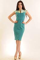 Платье-футляр из комфортной трикотажной ткани, декорировано жаккардовой тканью в цветок, 42-52 размеры