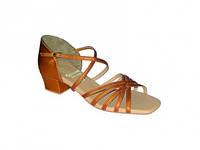 Туфли танцевальные для девочки блок каблук цвет под заказ.