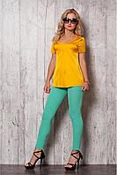 Костюм женский, блуза и укороченные брюки