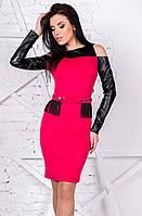 Коктейльное платье малинового цвета с рукавом из экокожи. Модель 9802