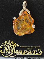 Золотая подвеска с бриллиантами и янтарем