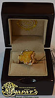 Золотое кольцо с янтарём и бриллиантами