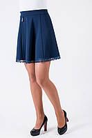 Стильная синяя юбка с кружевом