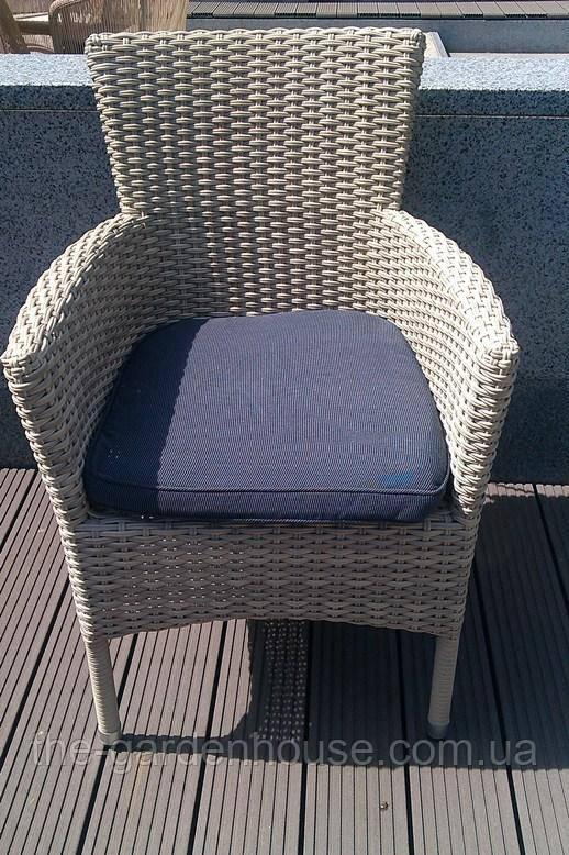 Кресло Капри из искусственного ротанга бело-серое