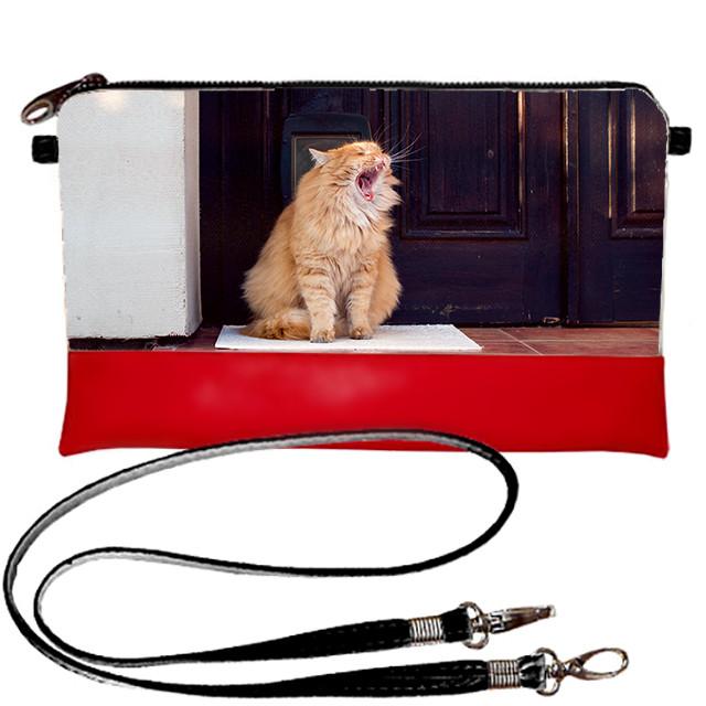 Красный стильный клатч с принтом Кошка