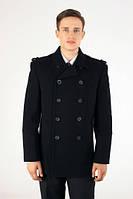 Куртка выполнена в стиле милитари