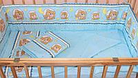 Защита бампер в детскую кроватку Мишка в круге голубой