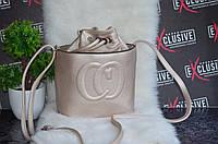 Золотистая сумочка в стиле Gucci гуччи на завязку.