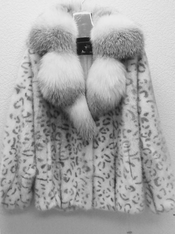Шуба из норки белая РАЗМЕР+ с воротником из полярной лисы.