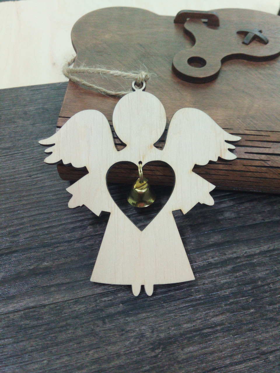 """Деревянная подвеска """"Ангел"""" с колокольчиком"""