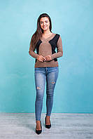 Стильный беживый женский свитер с V- образным вырезом