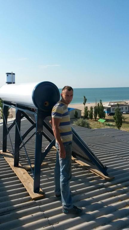 Монтаж солнечных коллекторов на базе отдыха в Кирилловке.
