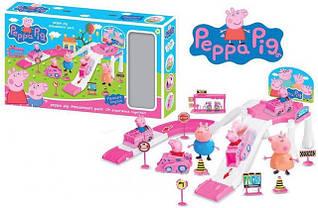 Игрушка парковка в персонажами из Свинка Пеппа с дорожными знаками
