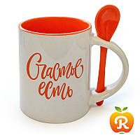 Печать на оранжевой чашке с ложкой