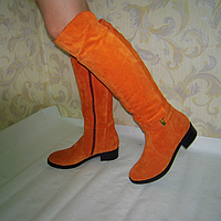 Ботфорты женские из натурального замша рыжего цвета на устойчивом каблуке