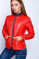 Модная женская осенняя куртка полуприталенного силуэта