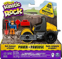 Набор для детского творчества - Kinetic Rock Paver, серый гравий, 141 г, дорожный укладчик, фигурка, аксессуары