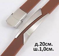 Мужской браслет из каучука коричневого цвета с серебристой вставкой