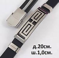 Мужской браслет из каучука с узорами на металлической вставке