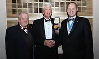 Томас Уотсон был награжден Золотой медалью Института Холодильной техники J & E Hall