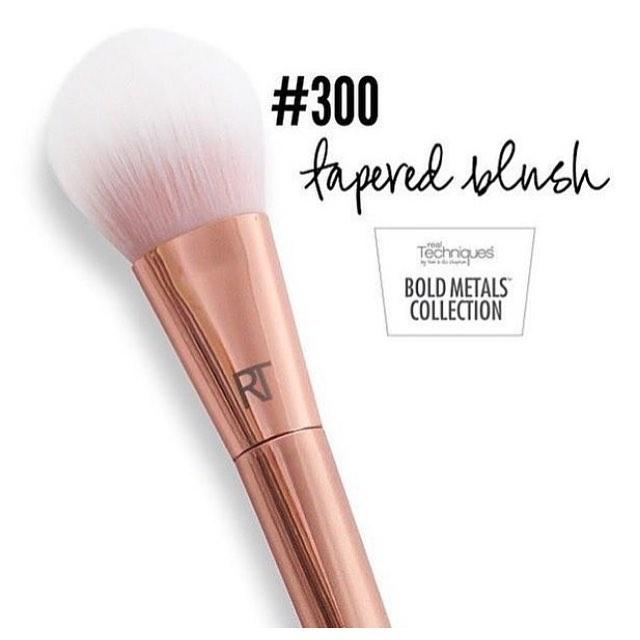 Real Techniques Bold Metals Collection 300 Tapered Blush Brush