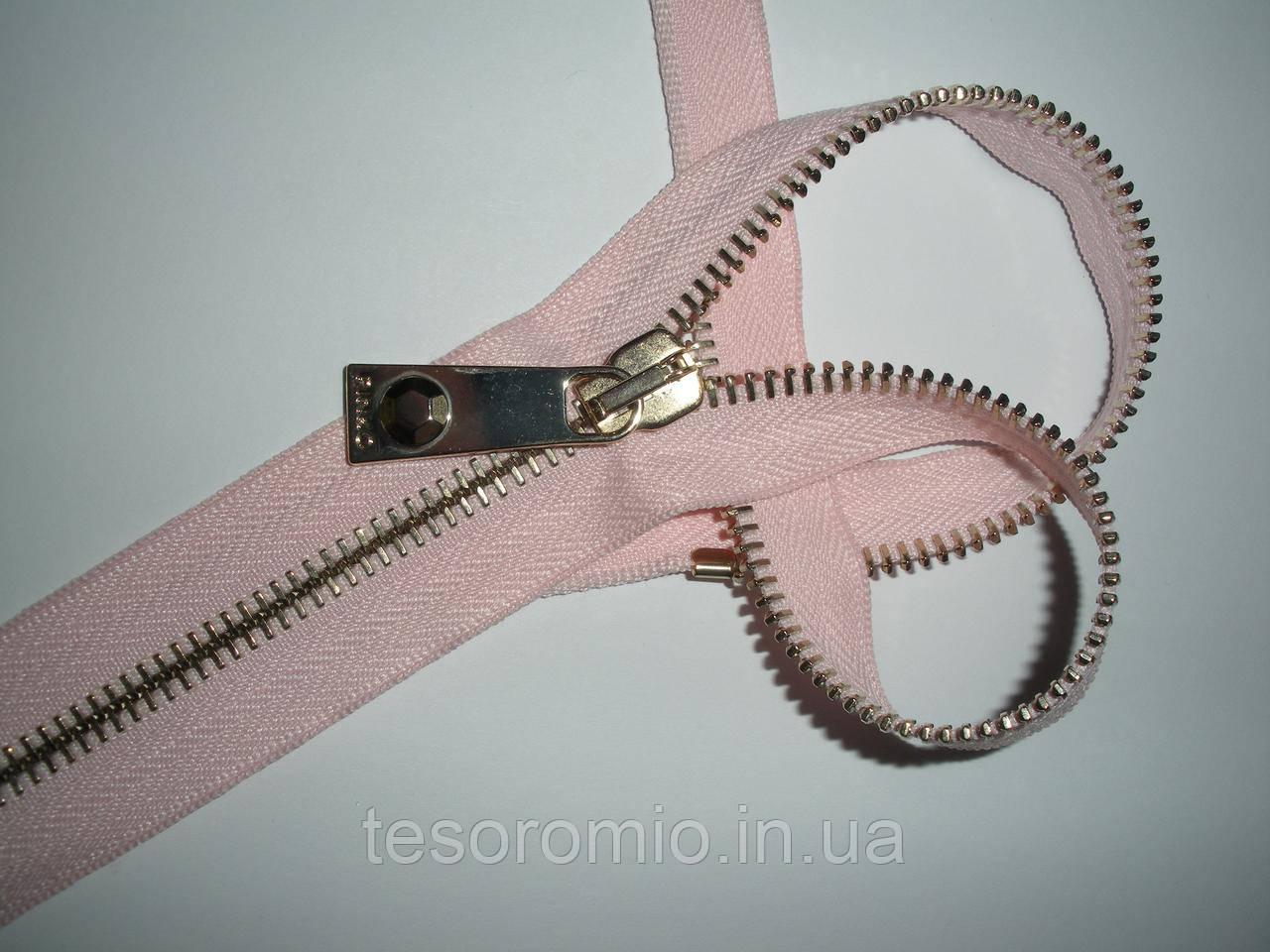 Молния металлическая разъемная 30см, 1 бегунок, тип 6. Основа - светло-розовая, зубцы - золото.