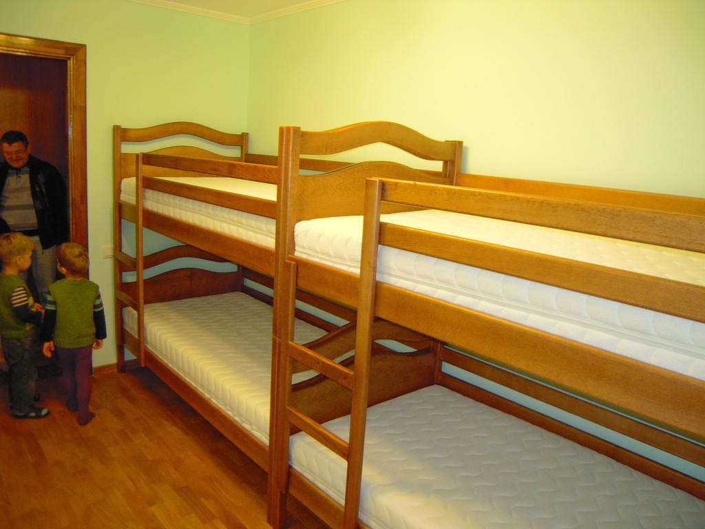 Ліжка для чотирьох діток